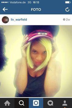 Liv Warfield postet ein Selfie vom Shooting vor ein paar Wochen! Mit Schwarzer Reiter Hut- einer Kreation von Edin Desosa! Liv ist ein Member der Prince Band, was uns ziemlich stolz macht! Was genau geshootet wurde und wo es veröffentlicht wird, erzählen wir euch demnächst. Danke an Thorsten Osterberger für das Vertrauen und das grandiose Styling!