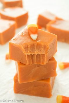 This is not your typical fudge, it's even better! You'll fall in love with this delicious butterfinger fudge! Fudge Recipes, Candy Recipes, Fall Recipes, Holiday Recipes, Dessert Recipes, Holiday Snacks, Holiday Fun, Yummy Treats, Delicious Desserts