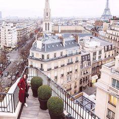 PARIS. How about this view from @fsparis ? ⭐️ / Я готова смотреть на этот вид 24/7, а вы? ⭐️ #paris #france #eiffeltower #toureiffel