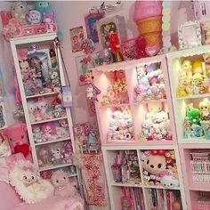 Kawaii and Otaku Rooms. This kind of reminds me of CutiePieMarzia ...