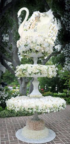 What a fabulous way to display escort cards.thank you Preston Bailey. Preston Bailey, Photos Booth, Table Cards, Card Tables, Event Decor, Event Ideas, Wedding Events, Wedding Reception, Floral Arrangements