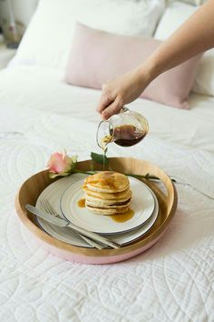 Vegan Pancakes, Yummy Food, Tasty, Breakfast In Bed, Nutritious Meals, A Table, Just In Case, Food To Make, Food Photography