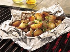 Grilled Foil-Pack Cheesy Fries recipe – from Tablespoon! Grilled Foil-Pack Cheesy Fries Recipe – from the tablespoon! Grilled Potato Packets, Grilled Potato Recipes, Grilled Food, Kids Crafts, Hobo Packs, Foil Pack Dinners, Brunch, Camping Meals, Camping Recipes