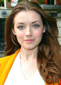 Sarah Bolger played the female lead role, Umi, in the English version of the 2011 Studio Ghibli film From Up on Poppy Hill. Sarah Bolger, Swimsuit Pics, Swimsuit With Shorts, Photoshoot Pics, Popular Actresses, Look At The Stars, Celebs, Celebrities, Hot Bikini