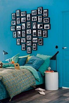 schlafzimmergestaltung ideen blaue wandfarbe foto collage bett
