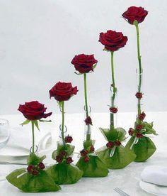Discover thousands of images about Rosas Arte Floral, Art Floral Noel, Deco Floral, Floral Design, Ikebana, My Flower, Flower Vases, Flower Art, Flower Power