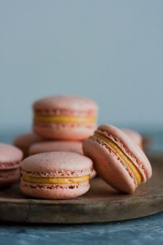 <p>Bonjour mon amis! Mondays are for celebrations and so this Monday is for pumpkin chai MACARONS! <</p>
