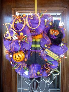 Halloween wreath @Jamie Wise Wise Chandler I think we need to have a craft/wine night!