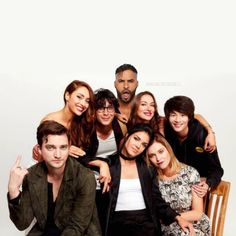 This was taken at comic con 2017! Lincoln isnt in the show anymore so he wasn't traveling with the cast but still family e
