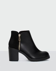 Pull&Bear – femme – chaussures – tout afficher – basic ankle boots – noir – Source by emilianrn Black Heel Boots, High Heel Boots, Heeled Boots, Shoe Boots, Shoes Sandals, High Heels, Pull & Bear, Pretty Shoes, Cute Shoes