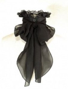 Gothic Charm School: pretty things — Oh, this is beautiful. And I bet I could make one. Lolita Fashion, Gothic Fashion, Victorian Fashion, Diy Fashion, Ideias Fashion, Vintage Fashion, Fashion Outfits, Fashion Design, Steampunk Accessoires