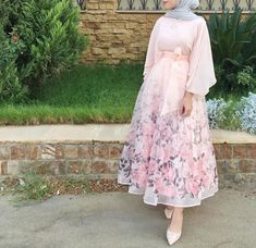 15 hijab fashion styles of 2019 Hijab Prom Dress, Hijab Evening Dress, Hijab Style Dress, Muslim Dress, Hijab Chic, Hijab Outfit, Islamic Fashion, Muslim Fashion, Abaya Fashion