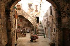 Scorcio di una piazzetta di Santo Stefano di Sessanio