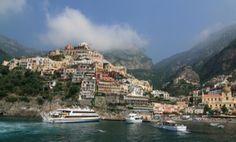 A piedi alla scoperta della costiera amalfitana --> #Positano: è stato un luogo di villeggiatura sin dall'epoca dell'Impero Romano grazie al clima mite ed alla bellezza del paesaggio. Le sue case colorate, costruite a forma di anfiteatro, guardano sul mare e danno un aspetto unico e pittoresco al paese