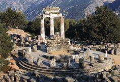 tolos delficki 4 wpne.  sanktuarium Ateny Pronaja w Delfach (Grecja)