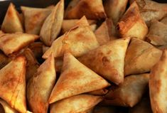 Samosas are originally from the Indian sub continent. There are many samosa (sambusa) recipes that you can use. Vegetarian samosa are an op. South African Recipes, Indian Food Recipes, Ethnic Recipes, Kenyan Recipes, Africa Recipes, Curry Recipes, Sambusa Recipe, Kenya Food, Vegetarian