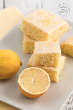 Zitronenkuchen vom Blech Juicy lemon cake from the sheet metal Lemon Sheet Cake Recipe, Sheet Cake Recipes, Cake Mix Recipes, Easy Cookie Recipes, Baking Recipes, Dessert Recipes, Cake Mixes, Lemon Recipes, Pasta Recipes