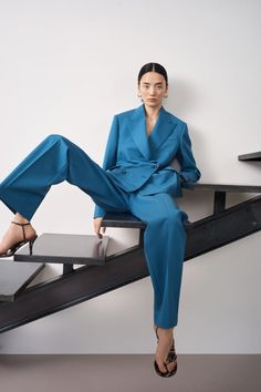 John Fall 2020 Ready-to-Wear Fashion Show Collection: See the complete St. John Fall 2020 Ready-to-Wear collection. Look 8 High Fashion Poses, High Fashion Shoots, High Fashion Outfits, Fashion Model Poses, Fall Fashion, Photoshoot Fashion, Fashion Show, Model Poses Photography, Editorial Photography
