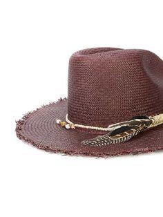 Nick Fouquet  sombrero con ala deshilachada