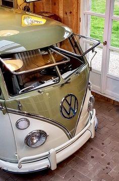 Vw Caravan, Vw Camper, Volkswagen Type 2, Vw T1, Combi Wv, Old School Cars, Vw Cars, Hot Bikes, Vw Beetles