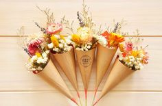 With a bouquet as if you have a spring atmosphere - a total of 10 main flower colors are available Dried Flower Bouquet, Small Bouquet, Floral Bouquets, Dried Flowers, Flower Boxes, Flower Cards, Flower Truck, Flowers For Sale, Dried Flower Arrangements