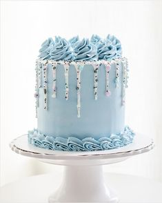 Erinnert mich an den Winter - Cake Decorating Blue Ideen Pretty Cakes, Beautiful Cakes, Amazing Cakes, Cupcakes, Cupcake Cakes, Buttercream Cake Designs, Buttercream Birthday Cake, Vanilla Buttercream, Blue Birthday Cakes