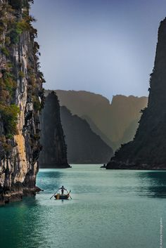 Ha Long Bay - Viet Nam - Blue pearl