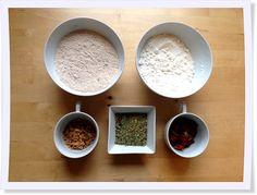 Ob als Geschenkidee im Glas oder selbst gebacken für die eigene Brotzeit: Das herzhafte Brot mit italienischen Kräutern müsst Ihr probieren.