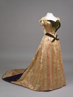 Worth evening dress of Empress Maria Feodorovna, 1890's From the State Hermitage Museum.
