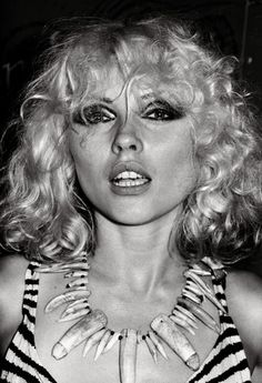 Blondie front woman Debbie Harry at Max's Kansas City. At this point in human history - this woman was master of the universe. Blondie Debbie Harry, Debbie Harry Hair, Debbie Harry Style, Up Girl, The Girl Who, New Wave, Rock And Roll, Le Palace, Blondies