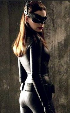 hot anne hathaway catwoman at DuckDuckGo Catwoman Cosplay, Batman And Catwoman, Batgirl, Batman Robin, Anne Hathaway Mulher Gato, Anne Hathaway Catwoman, Dark Knight Rises Catwoman, Superhero Villains, Celebrity Workout