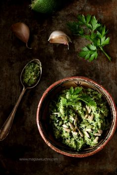 Wegańskie pesto z natki pietruszki. Palak Paneer, Pesto, Vegan Recipes, Ethnic Recipes, Food, Magick, Vegane Rezepte, Meals, Yemek