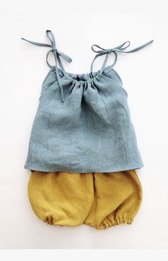 Linen / Organic Cotton Clothing for Babies and Toddlers by moonroomkids Pretty Handmade Linen Baby Top & Bloomers Fashion Kids, Baby Girl Fashion, Fashion Clothes, Cheap Fashion, Trendy Fashion, Fashion Outfits, Womens Fashion, Baby Outfits, Kids Outfits