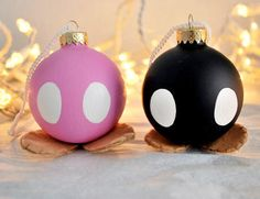 Sabe aquelas bombas que atrapalham suas fases no Mario Bros? Elas podem ficar muito fofas na sua árvore de Natal.