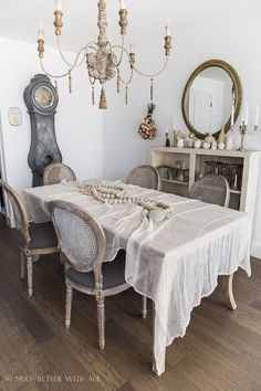 Vintage Farmhouse Decor Chic antique cheesecloth table linens featured in this French vintage styled dining room from So Much Better with Age. French Country Rug, French Country Bedrooms, French Decor, French Country Decorating, Art Deco, Country Farmhouse Decor, French Farmhouse, Vintage Farmhouse, Country Furniture