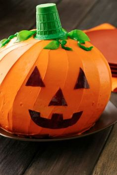 How to make a Halloween Pumpkin Cake. It's easy with 2 half size ...