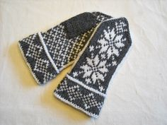 Ravelry: Fair Isle Snowflake Ski Band and Mitts (Mittens) pattern by Patons