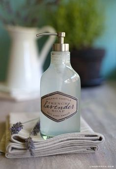 The best DIY projects & DIY ideas and tutorials: sewing, paper craft, DIY. Diy Crafts Ideas Make Your Own Organic Castile Hand Soap Printable Labels -Read Homemade Beauty Products, Natural Cleaning Products, Diy Products, Liquid Hand Soap, Lavender Soap, Printable Labels, Free Printable, Beauty Recipe, Soap Recipes