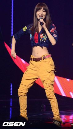 This tummy *.* I want have the same *_* Amazing~ Kpop Girl Groups, Korean Girl Groups, Kpop Girls, Snsd Fashion, Korean Fashion, Style Fashion, Hip Hop Outfits, Stage Outfits, Sooyoung Snsd
