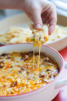 5 Great Cheesy Recipes / Melty or crumbly creamy or firm fresh or aged delicate or sharp made from the milk of sheep or cows or goats or a combination . Here are 5 great cheesy recipes you should try ASAP. Chorizo Recipes, Cheesy Recipes, Mexican Food Recipes, Ethnic Recipes, Top Recipes, Mexican Dinners, Simply Recipes, Sweets Recipes, Recipies