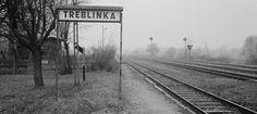 Chil Rajchman, superviviente del campo de exterminio que trabajó arrancando dientes de oro a los cadáveres, logró escapar y escribir estas memorias Estación de tren de Treblinka. A setenta kilómetros de Varsovia se encuentra la pequeña y perdida estación de Treblinka. Así la definió Vasili Grossman en una de sus crónicas del exterminio nazi. Eran las primeras noticias que llegaban desde el horror -publicadas desde el 5 de agosto de 1941 en Estrella Roja-, los apuntes con los que más tarde…