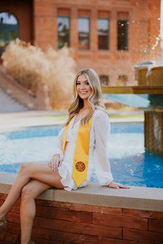 Arizona State University Senior Pictures Poses Ideas graduation Couple Graduation Pictures, College Graduation Pictures, Graduation Picture Poses, Graduation Photoshoot, Grad Pics, Senior Pics, Senior Portraits, Poses For Photos, Posing Ideas