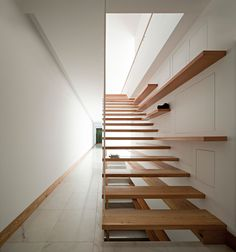 House in Moreira, Portugal - design by Phyd Arquitectura - Portuguese property, Moreira, Portugal residence, new Portuguese house: architecture Stairs And Staircase, House Stairs, Staircase Design, Stairway, Floating Staircase, Loft House, Design Exterior, Interior And Exterior, Interior Modern