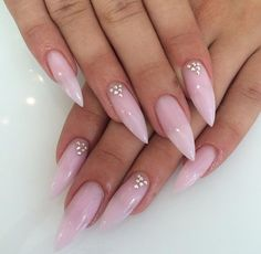 Thin shaped pointy nails... Want!