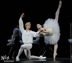 SF Ballet's Sofiane Sylve and Tiit Helimets in Lifar's Suite en Blanc at the 2013 Gala (© Erik Tomasson)