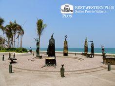 EL MEJOR HOTEL DE PUERTO VALLARTA. En el Malecón de Puerto Vallarta, usted podrá disfrutar del  trabajo del artista Alejandro Colunga: La Rotonda del Mar. Aquí, siete extrañas esculturas con formas de criaturas marinas, llaman la atención de los turistas desde 1997. En Best Western Plus Suites Puerto Vallarta, le invitamos a hospedarse con nosotros y conocer el trabajo de este artista en su próxima visita. #MyBESTvacations