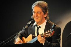 Paulo Costa performs at Paulitsa