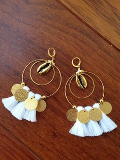 Awesome Earrings White Pompons and Golden Sequins: earrings . - Women's Jewelry and Accessories-Women Fashion Tassel Earing, Tassel Jewelry, Fabric Jewelry, Jewelery, Diy Schmuck, Schmuck Design, Earrings Handmade, Handmade Jewelry, Jewelry Accessories
