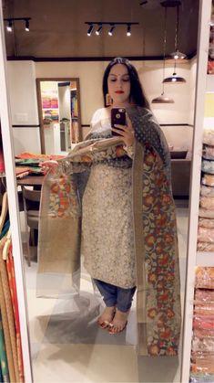 Pakistani Dress Design, Pakistani Dresses, Indian Dresses, Indian Bridal Outfits, Indian Designer Outfits, Kurta Lehenga, Sarees, Punjabi Fashion, Muslim Fashion