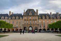 Place des Vosges has rows of arcaded promenades, early 17th century houses, shady linden trees, and plenty of benches, the park is a great spot for relaxing with the locals. Follow this link to see more original pics!  http://mikestravelguide.com/things-to-do-in-paris-visit-place-des-vosges-and-the-victor-hugo-house/
